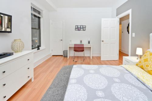 Modern Three Bedroom Apartment - Upper East Side photo 16