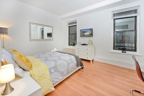 Modern Three Bedroom Apartment - Upper East Side photo 23