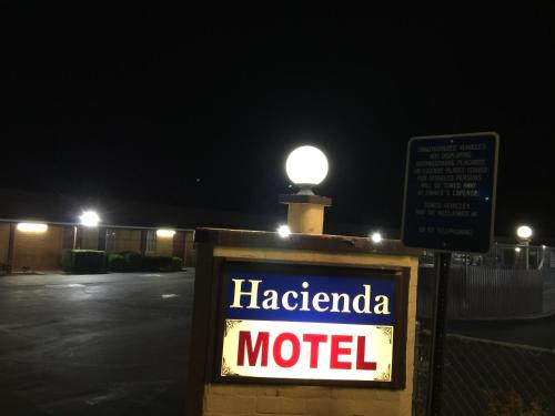 Hacienda Motel Photo