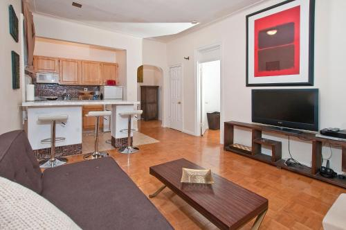 Madison Avenue Luxury Two Bedroom Apartments Next to Times Square Photo