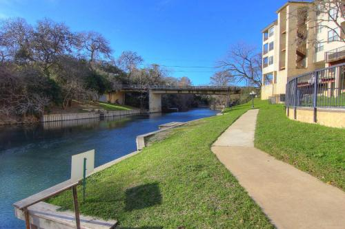 New Braunfels (Texas) on the River Photo