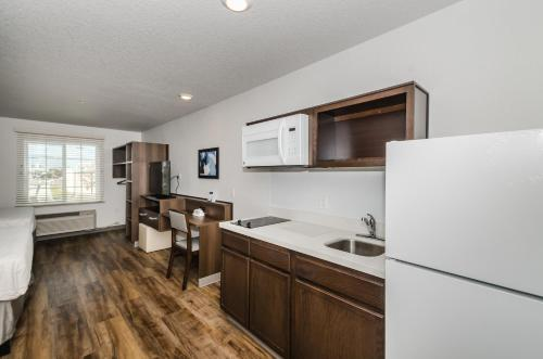 WoodSpring Suites Signature Clearwater Photo