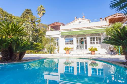 Villa with Pool close to the Center. - cannes -