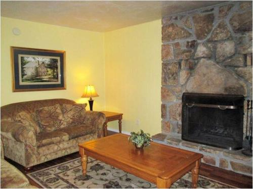 Two Bedroom Luzerne Drive 12B Photo