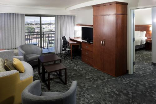 Courtyard by Marriott Phoenix West/Avondale photo 19