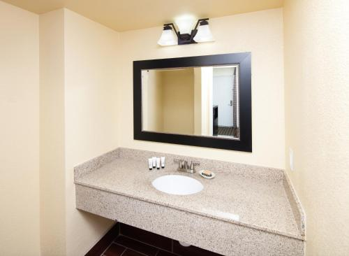 Red Lion Inn & Suites Redding - Redding, CA 96002
