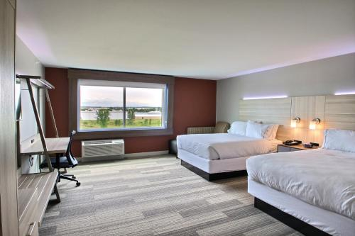 Holiday Inn Express & Suites Fond Du Lac Photo