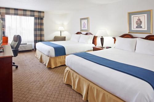 Holiday Inn Express & Suites Alliance Photo
