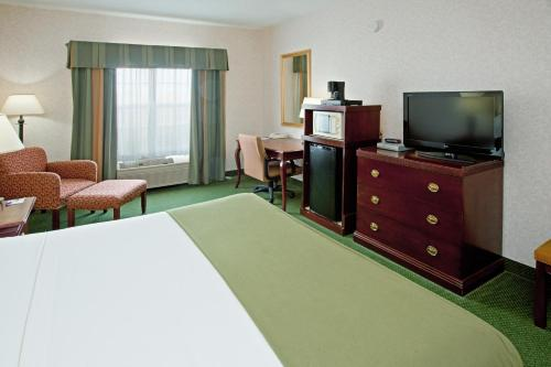 Holiday Inn Express & Suites Bad Axe Photo