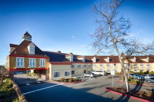Red Lion Inn & Suites Auburn Photo