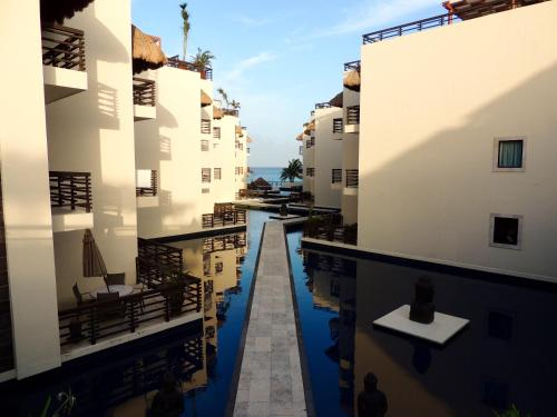 Aldea Thai 3BR Penthouse by Ocean Front Photo