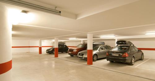 Residence panaval for Garage nies vals