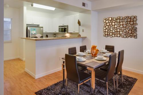 8th Avenue Apartment by Stay Alfred - San Diego, CA 92101