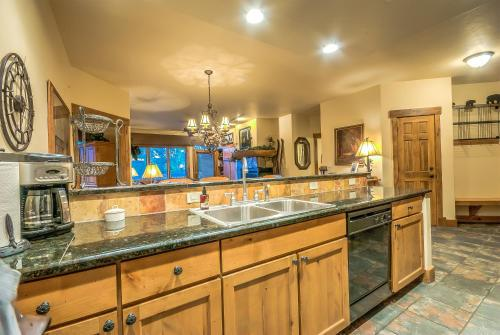 Champagne Lodge 3201 - Steamboat Springs, CO 80487