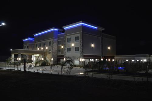 Best Western Plus Dilley Inn & Suites - Dilley, TX 78017