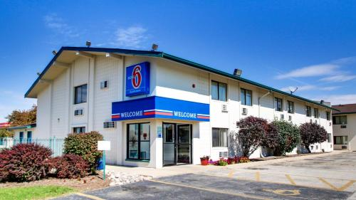 Motel 6 Normal - Bloomington Area Photo