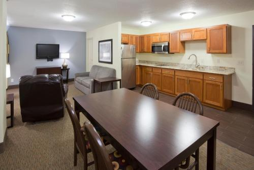 Fargo Inn and Suites Photo
