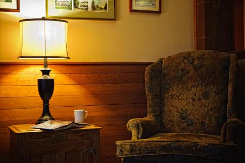 Best Western Silver Fox Inn Photo
