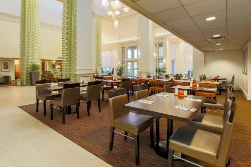 Hilton Garden Inn Dallas/Market Center photo 8