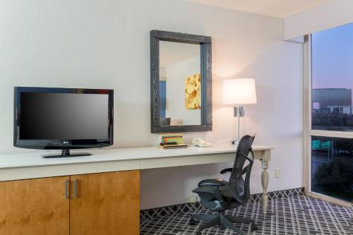 Hilton Garden Inn Dallas/Market Center photo 42