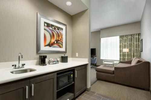 Hampton Inn and Suites Napa - Napa, CA 94559