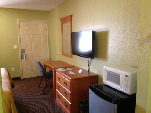 Americas Best Value Inn Pryor Photo
