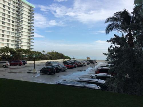 Luxury Waterfront by Rent Miami 305 Photo