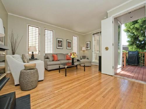 Genoa Place Apartment - Upper Photo