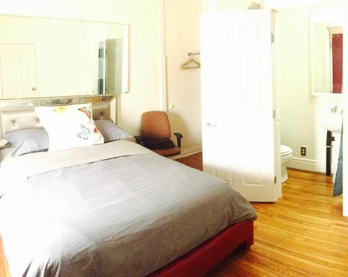 Hollywood Room Rental - Los Angeles, CA 90046