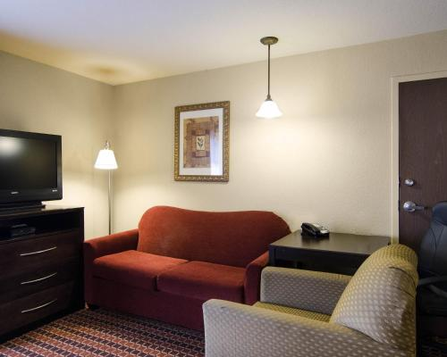 MainStay Suites Hotel Rogers Photo