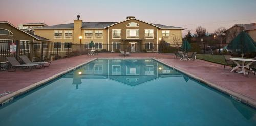 Fairfield Inn and Suites Santa Rosa Sebastopol Photo