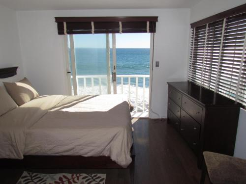 Three Bedroom House on the Beach with Ocean View Photo