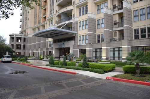 Camden Post Oak 2814 Apartment Photo