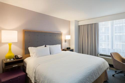 Hampton Inn Manhattan - Times Square South Photo