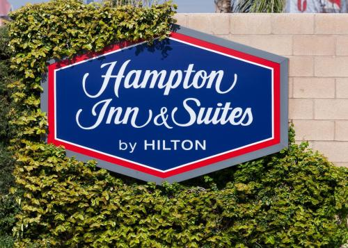 Hampton Inn & Suites Tulare Photo