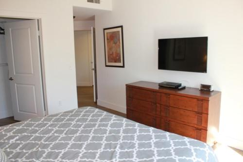 Glendon Apartment 5206 - Los Angeles, CA 90024