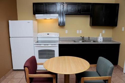 Americas Best Value Inn and Suites Denton Photo