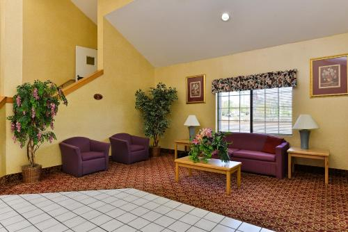 Americas Best Value Inn & Suites Atlanta South Photo