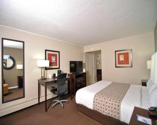 Baymont Inn & Suites Sandusky Photo