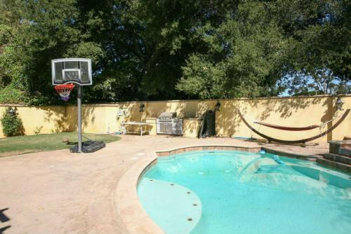 Encino 5 Bedroom House-Private Pool Photo
