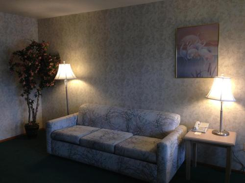 Timberland Inn & Suites Photo