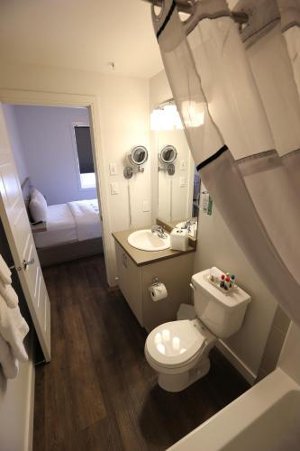 River Station Suite Hotel Photo