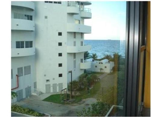 MiamiBeachFront + Pool + Parking 4 Photo