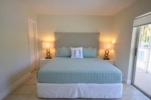 Suites at Coral Reef Resort Photo