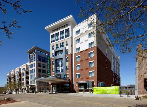 Courtyard by Marriott Akron Downtown Photo