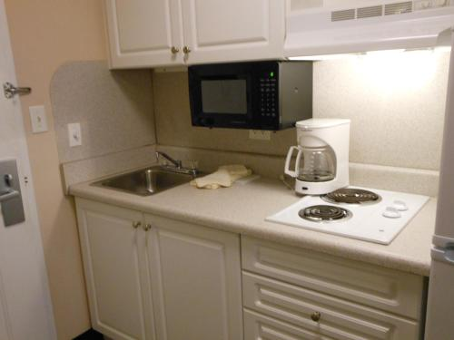 Savannah Suites Arvada Photo