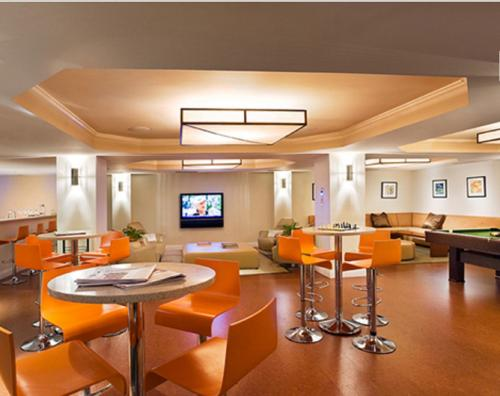 Global Luxury Suites at the Riverway Photo