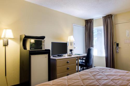 Quality Inn Merriam Kansas Photo