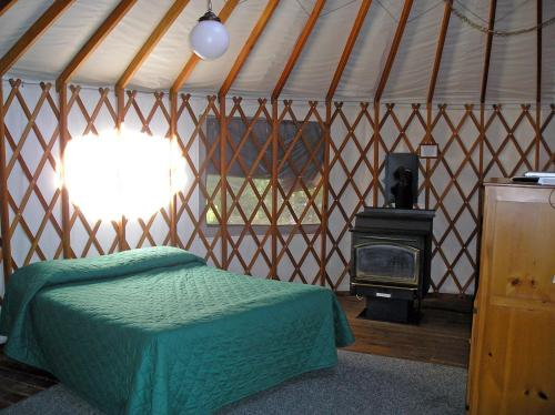 Yosemite Lakes Wheelchair Accessible Meadow Yurt 16 Photo