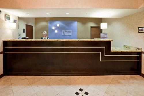 Holiday Inn Express Hotel & Suites Dallas Park Central Northeast Photo
